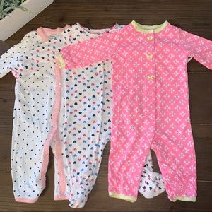 3 Carter's sleep and play pajamas size 6 months